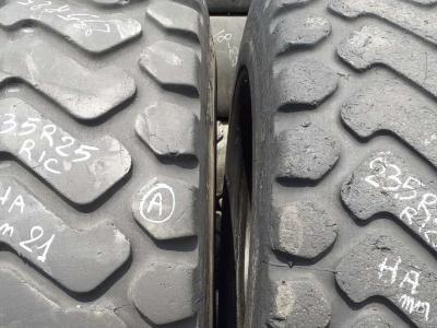 Ricoperta 23.5 R25 XHA in vendita da Piave Tyres Srl