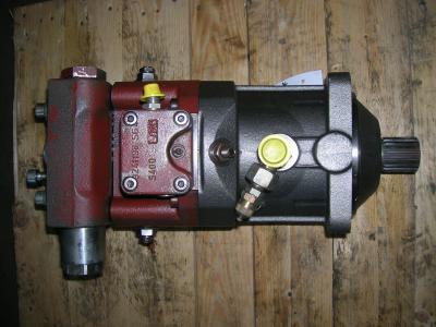 Motore di traino per O&K MH Plus in vendita da PRV Ricambi Srl