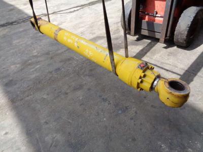 Pistone sollevamento per Caterpillar 322 B in vendita da PRV Ricambi Srl