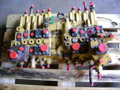 Distributore per Caterpillar 325 B in vendita da PRV Ricambi Srl
