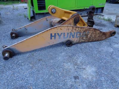 Braccio per pala per Hyundai 770-7A in vendita da PRV Ricambi Srl