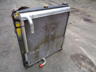 Radiatore olio per Caterpillar 322 B in vendita da PRV Ricambi Srl