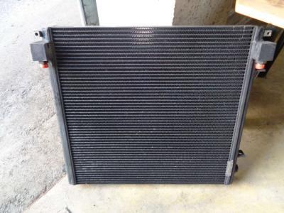 Radiatore olio per Caterpillar 928 F in vendita da PRV Ricambi Srl