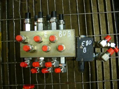 Distributore per New Holland E 80 B in vendita da PRV Ricambi Srl