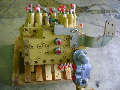 Distributore per Caterpillar 315C in vendita da PRV Ricambi Srl