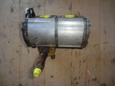 Pompa idraulica per Caterpillar 988H in vendita da CERVETTI TRACTOR Srl
