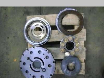Motore idraulico di traslazione per New Holland E 215 in vendita da PRV Ricambi Srl
